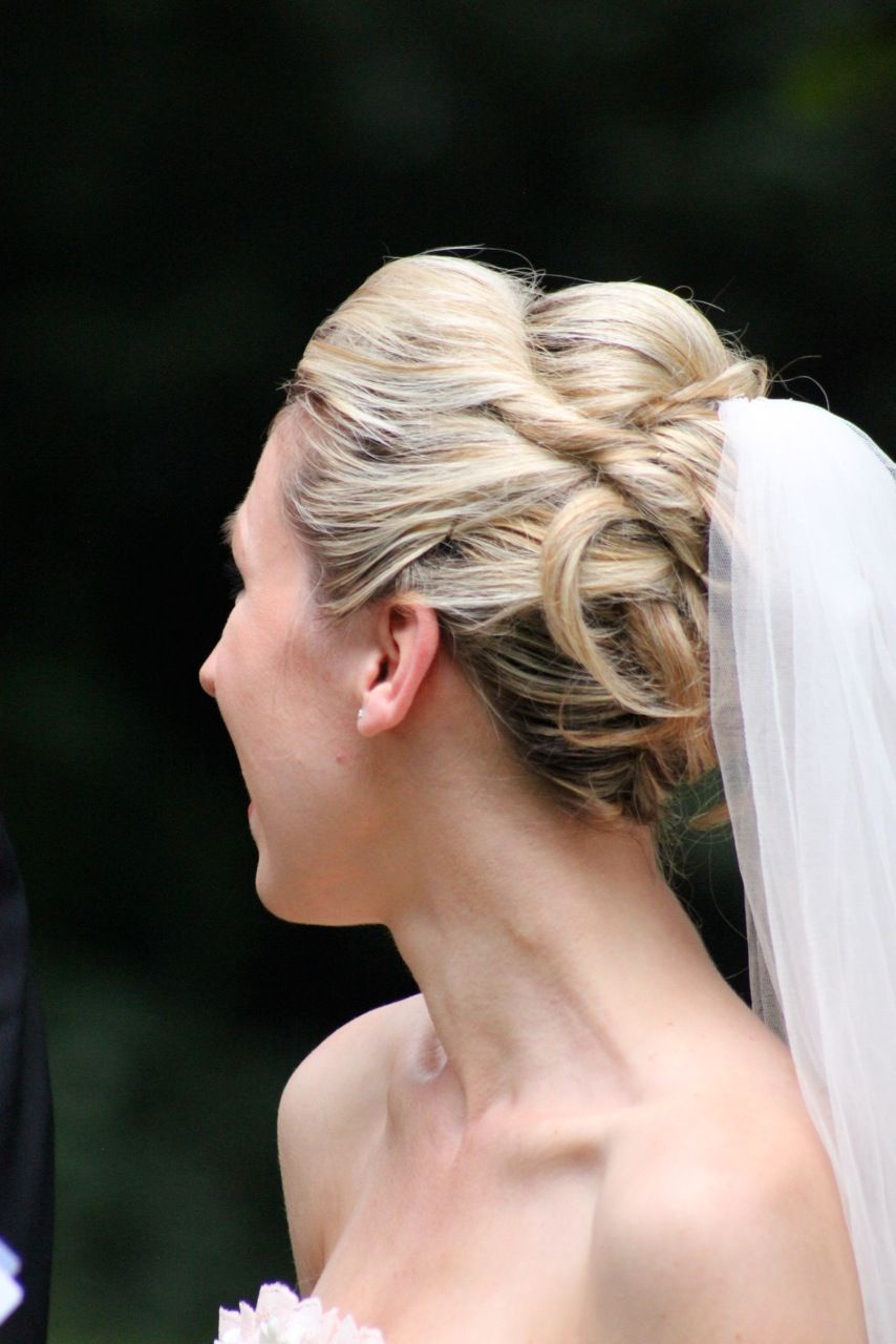 Hochzeitsfrisur mit Schleier  Brautund Festtagsfrisuren
