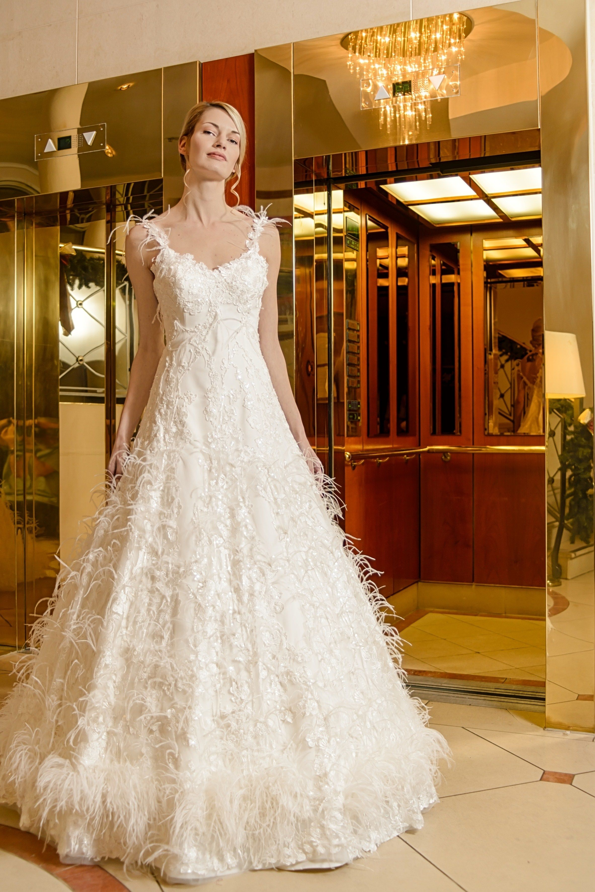 Majestic Bridal Dress empire style with feathers. Extravagantes