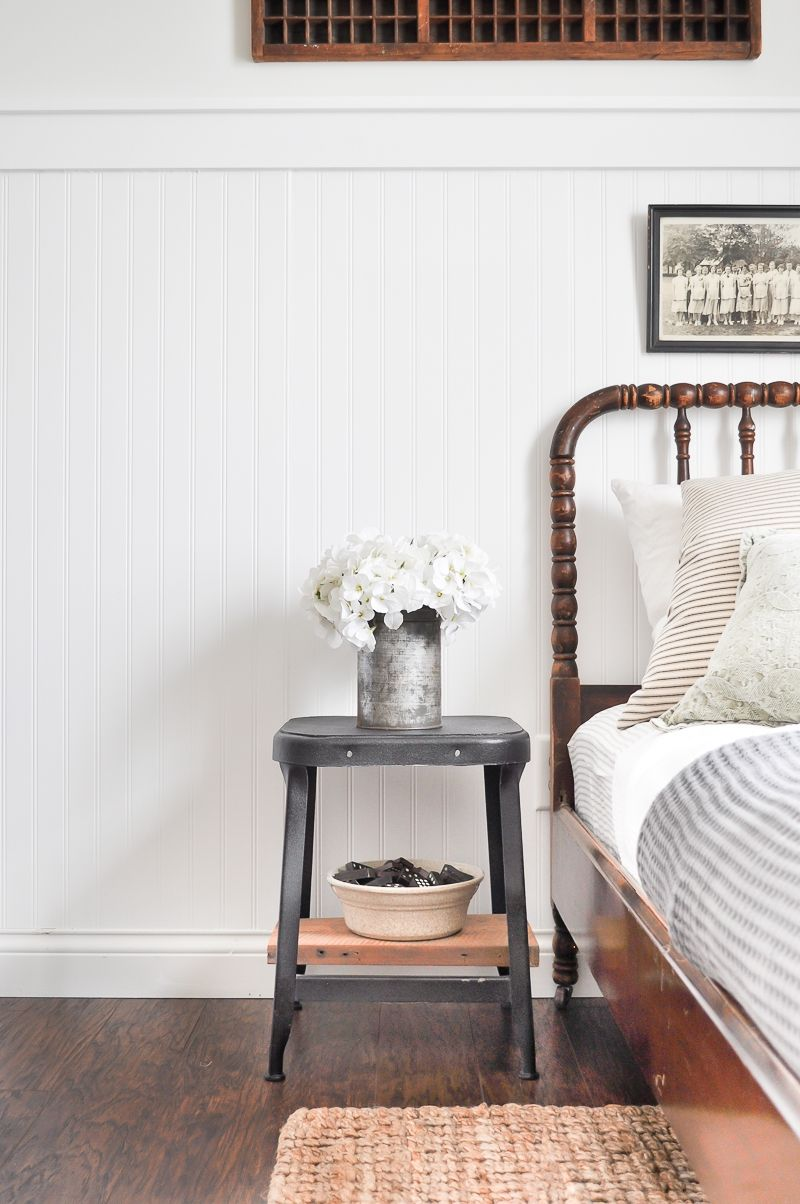 This Diy Guest Bedroom Makeover From Ashley Of Little Gl Jar Is Bursting With Farmhouse Charm Paired Antique Furniture And A Beadboard Wall
