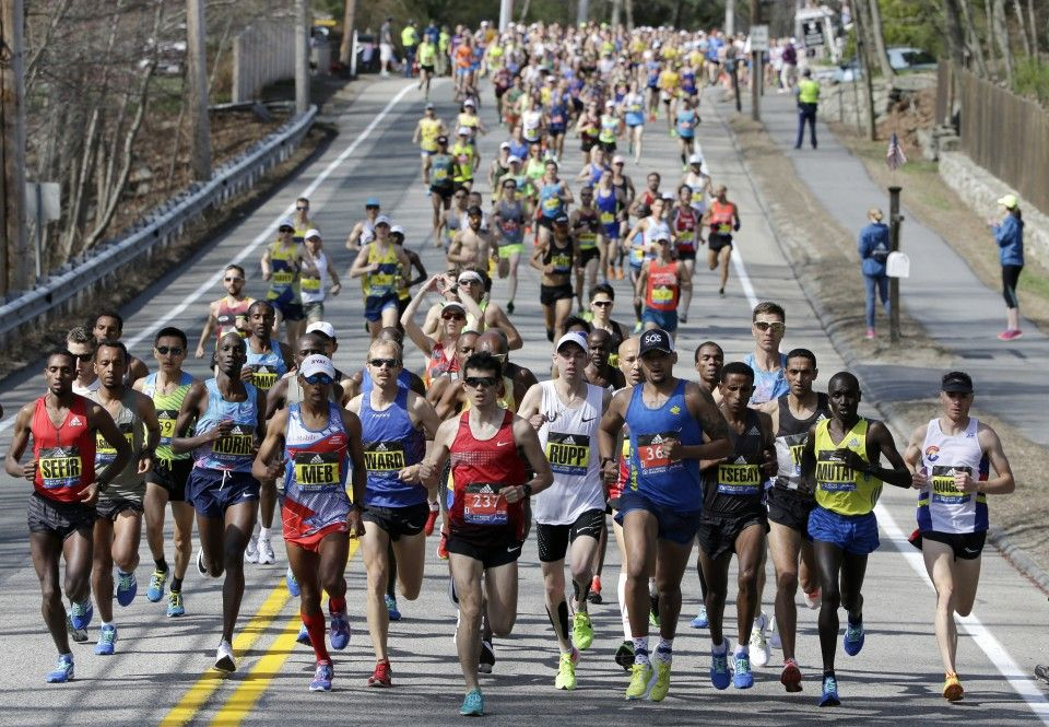 Elite men runners lead the field competes in Monday's