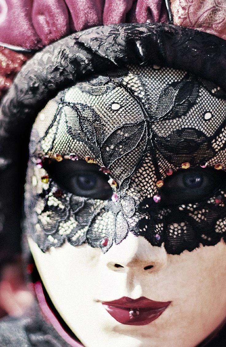 How to Buy a Great Venetian Mask in Italy  Venetian masks Venetian