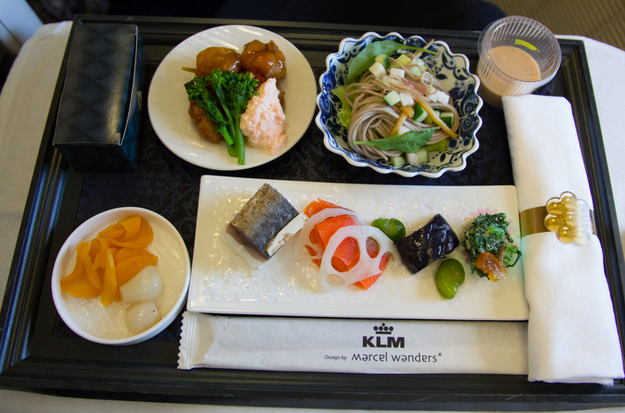 Airplane Food In Economy Vs First Class On 20 Airlines Airplane Food Airline Food Food