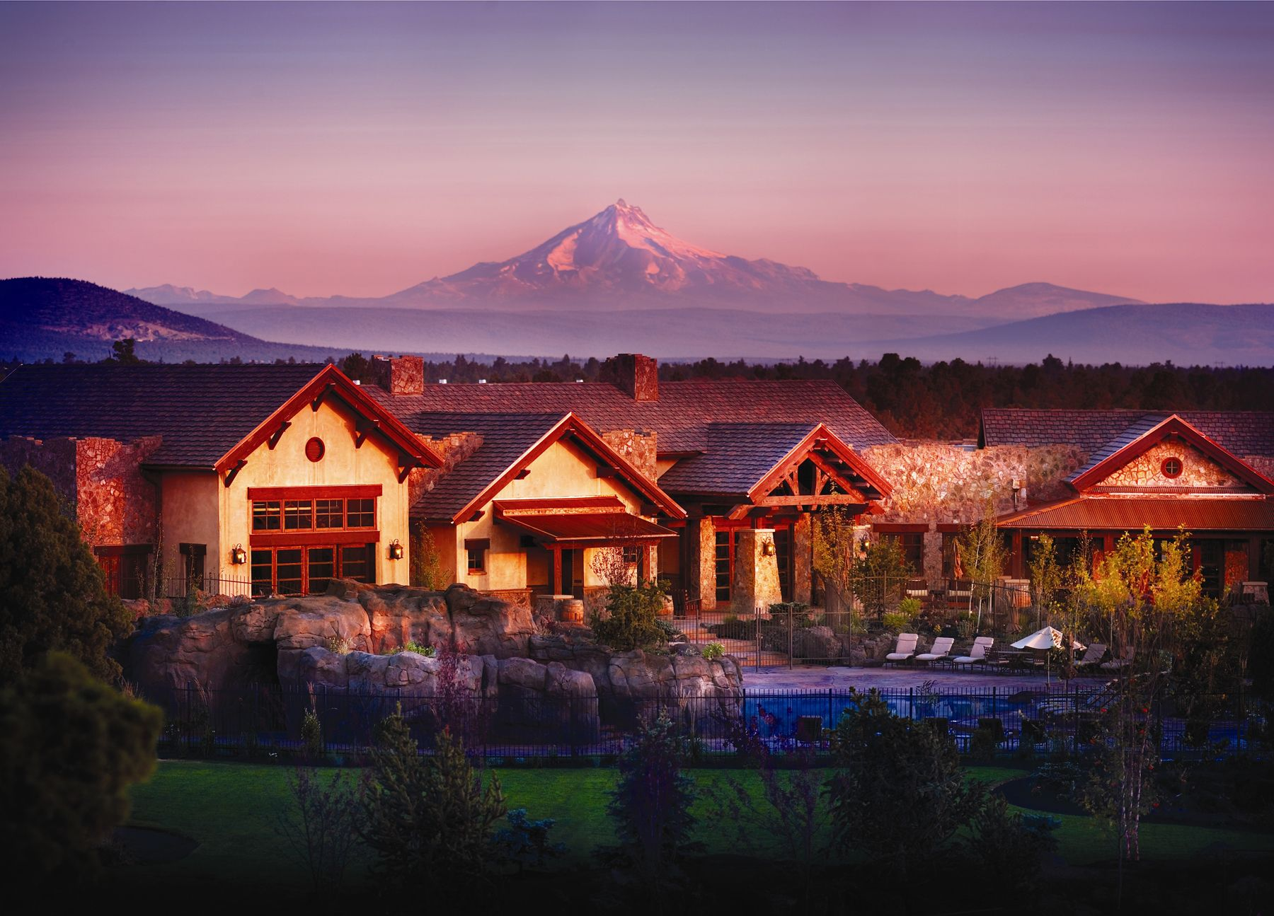 Trailhead Grill And Pool Resort Living Resort Wedding Venues Oregon