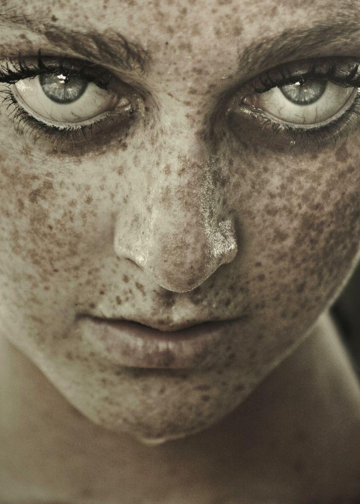 1 Million Views    by Federica Erra