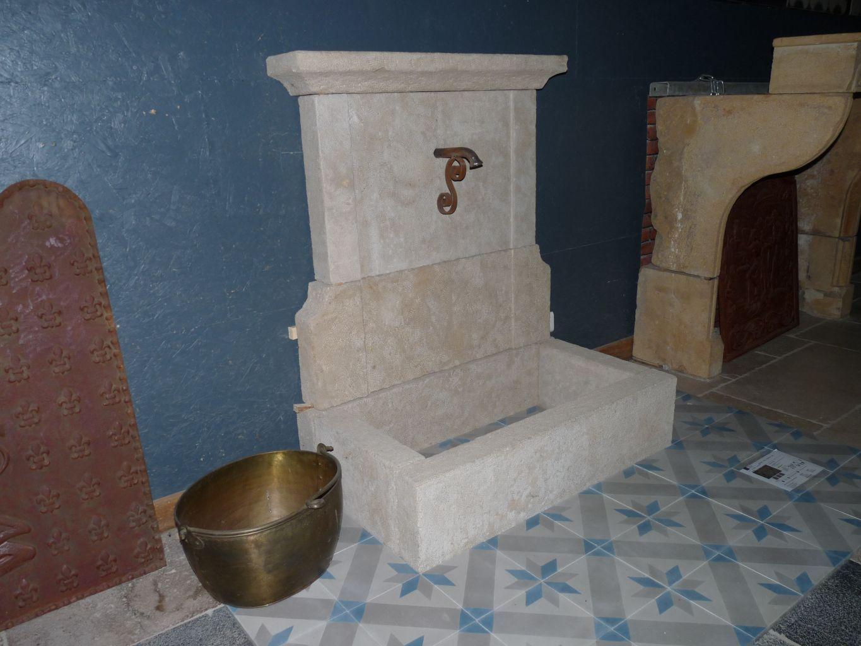 fontaine murale en pierre naturelle hauteur 120cm et largeur 95cm fontaine bassin. Black Bedroom Furniture Sets. Home Design Ideas