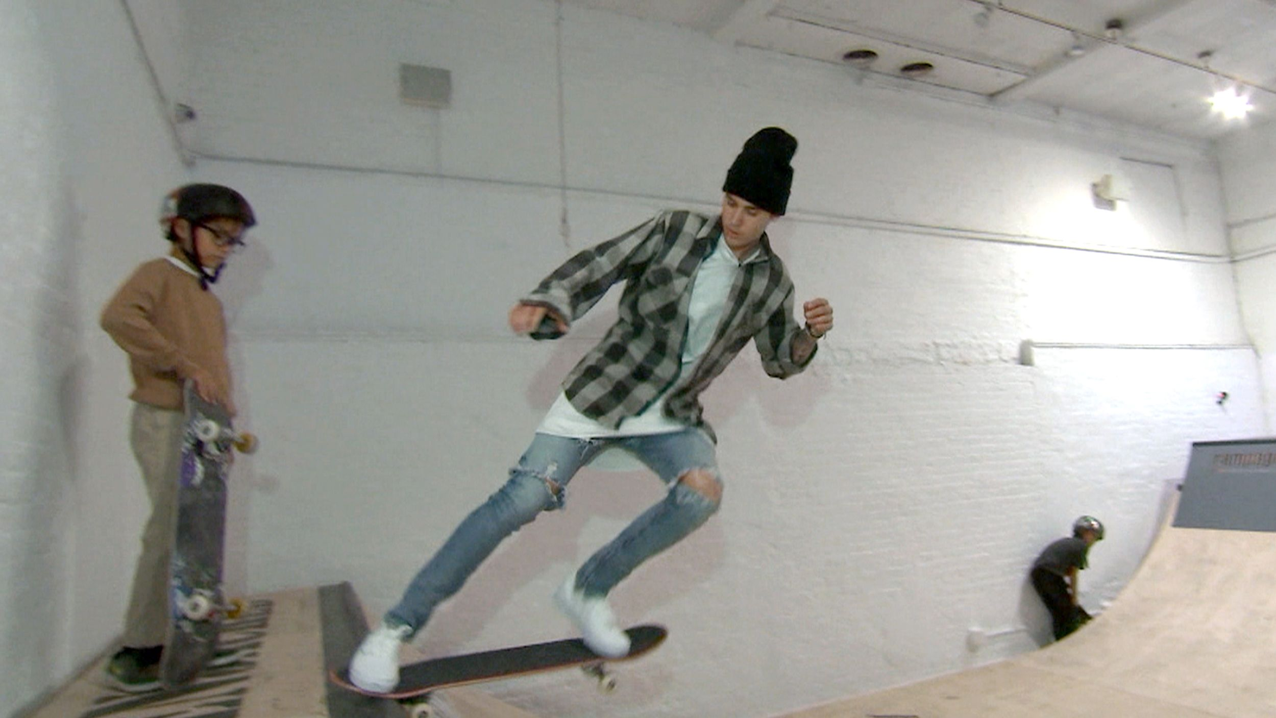 Justin Bieber shows off skateboarding skills ahead of TODAY concert