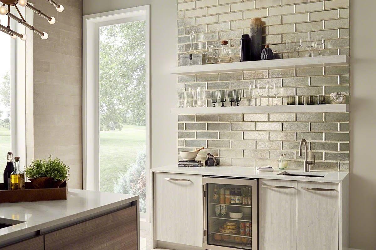 Silver Glisten Is A Beveled And Crystallized Subway Tile With A Modern Metal Appearance The D Kitchen Tiles Backsplash Glass Tile Glass Subway Tile Backsplash