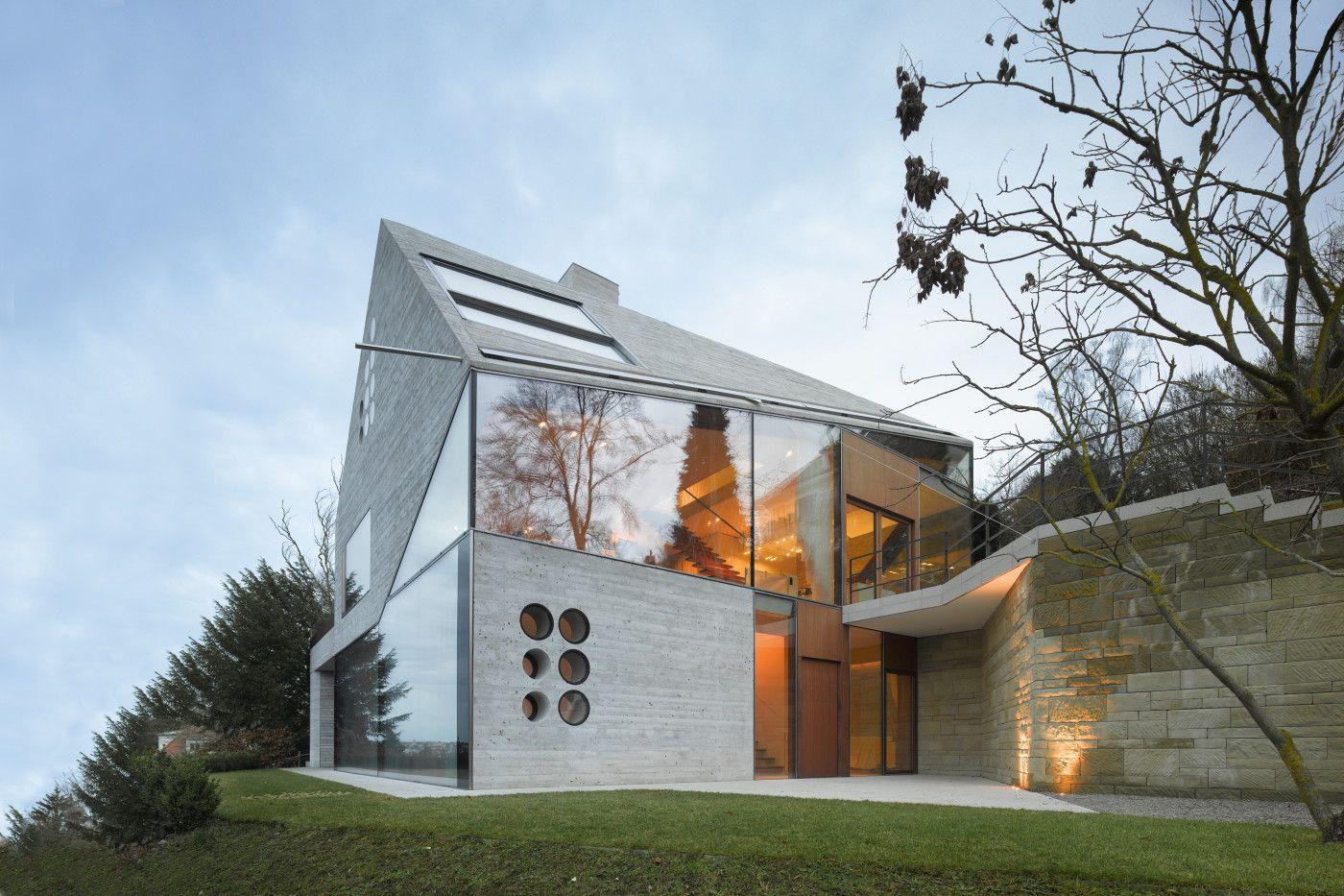 Mbas Matthias Bauer Associates nur Glas und Daemmbeton Haus aussen ...
