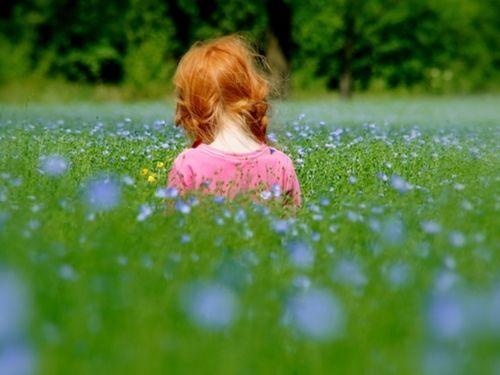 .tyttö pellavapellossa