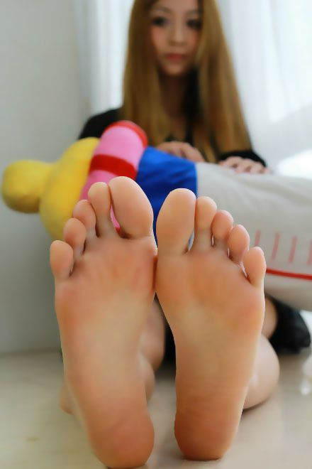 toes asian woman