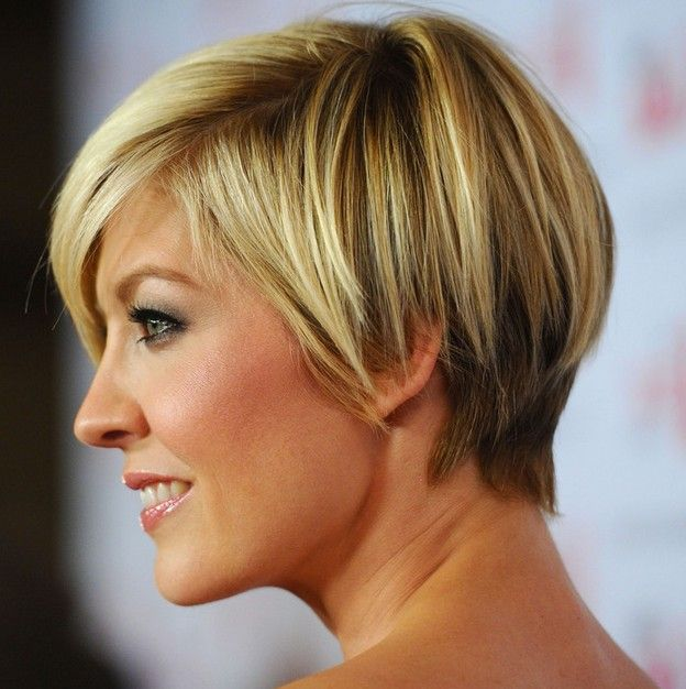 Side View of Jenna Elfman Layered Razor Cut for Short Hair