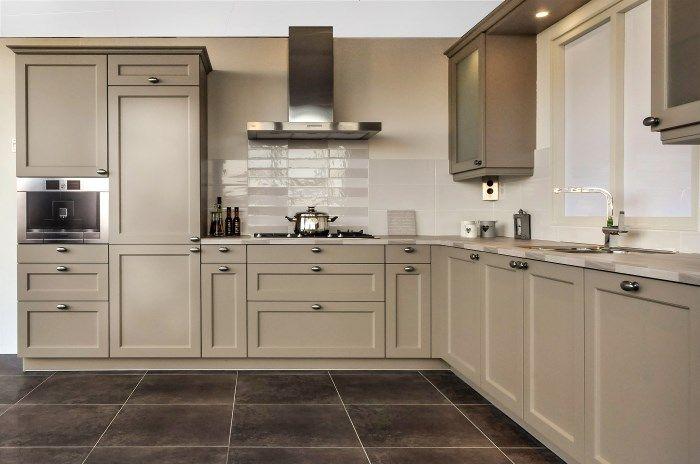 een landelijke keuken met wandtegels   Google zoeken   Idee u00ebn voor het huis   Pinterest   Kitchens