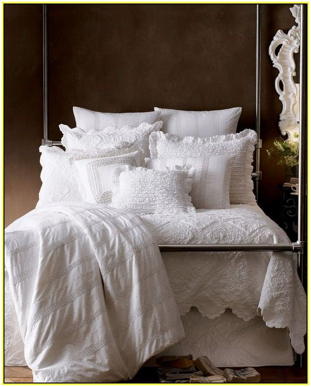 White Matelasse Coverlet With Scalloped Edge Jpg 628 780 Bed Comforters Coverlets White