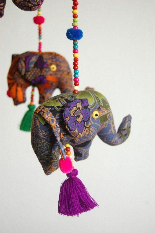 Dormir serré éléphants bébé Mobile & par TheSmilingSiamese sur Etsy