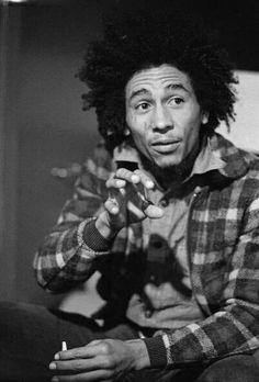 """""""Não sou nenhum anjo. Sou filho da vida.""""  Bob Marley"""