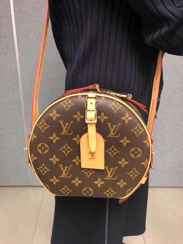 Louis Vuitton Classic Hat Boite Chapeau Souple Box M52294  louis  vuitton   hat  boite hat   lv box  louis vuitton hat box  lv purse  lv m52294  louis  ... ccd4d0b96a37