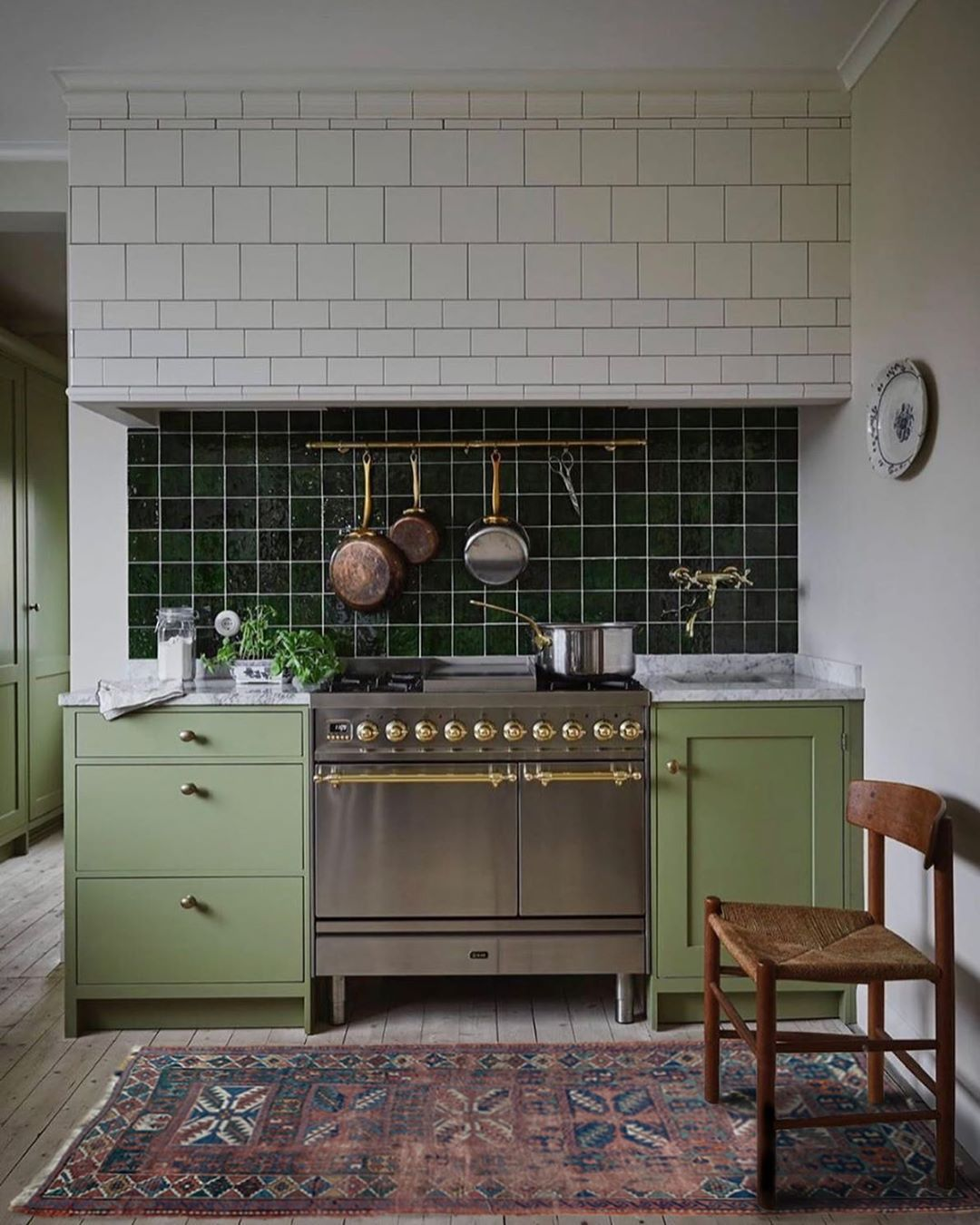 Frances Loom On Instagram New Rugs Are Live Guys I Ve Popped Ramsey Into This Beautiful Kitchen By Country Chic Kitchen Kitchen Inspirations Home Kitchens