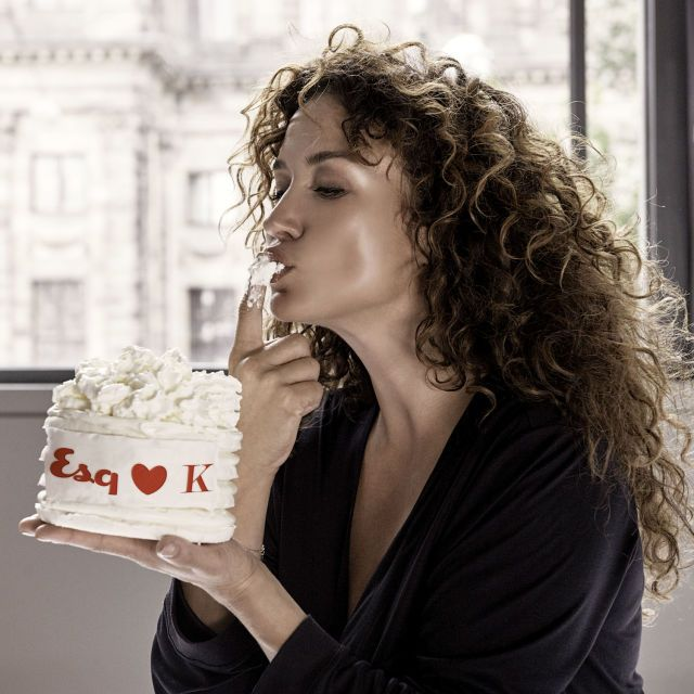 Bloedmooie Katja Schuurman geeft zich bloot op de cover van Esquire (foto's)