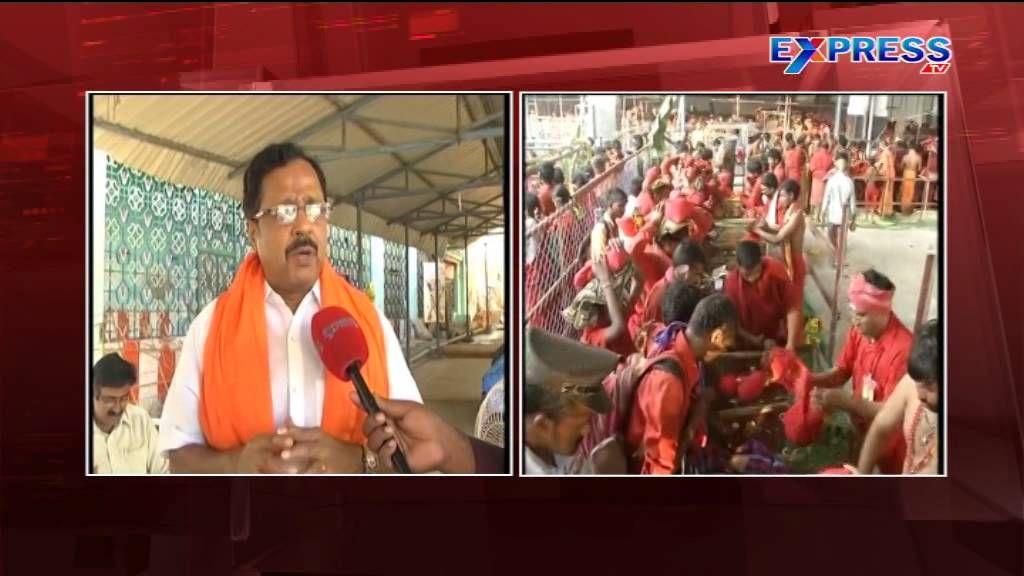 Priests, Bhavani devotees clash at Kanaka Durga temple in Vijayawada - E...