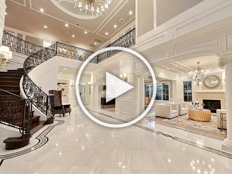 A Fantabulous Home @zillow❣ #traditionalhome #chandelier #fireplace #homedesign #livingroom #livingroomdecor #interiorliving #interiordecor #casa #hogar #sala #luxuryrealestate