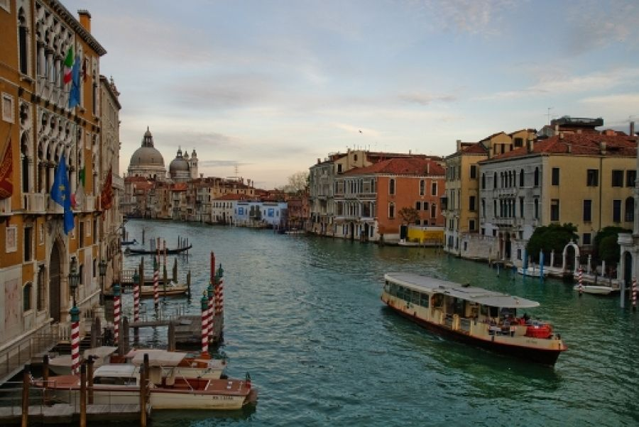 5 Interesting Facts About Grand Canal In Venice Crescentrating Venice Italy Attractions Grand Canal Venice Italy Italy Travel