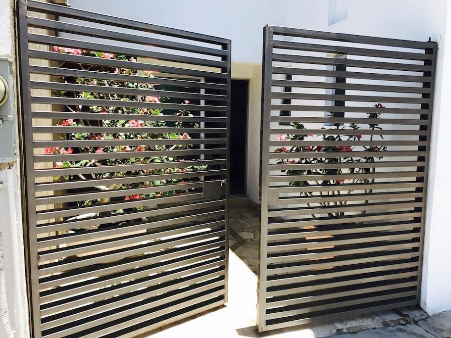 Acceso privado Wine rack, Storage, Decor