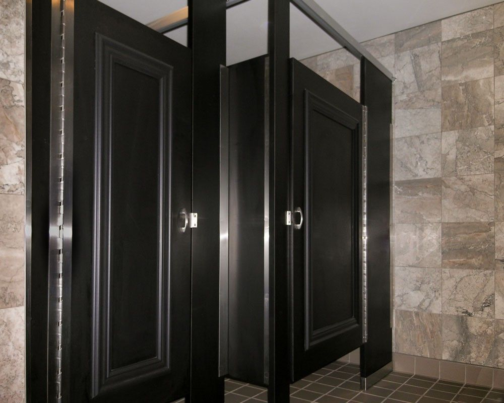Ironwood Manufacturing laminate toilet partition with molding bathroom doors. Beautiful upscale toilet restroom stalls & Ironwood Manufacturing laminate toilet partition with molding ...