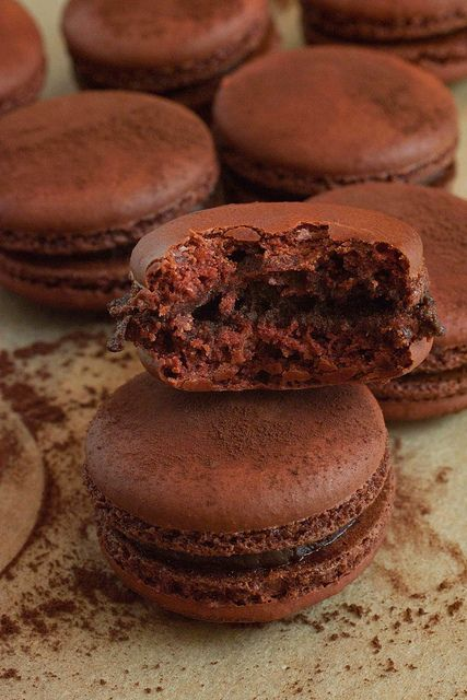 Pierre Herme's Macaron au Chocolate Amer — @Erik Weum Elnan - A food blog dedicated to my experiments in the kitchen