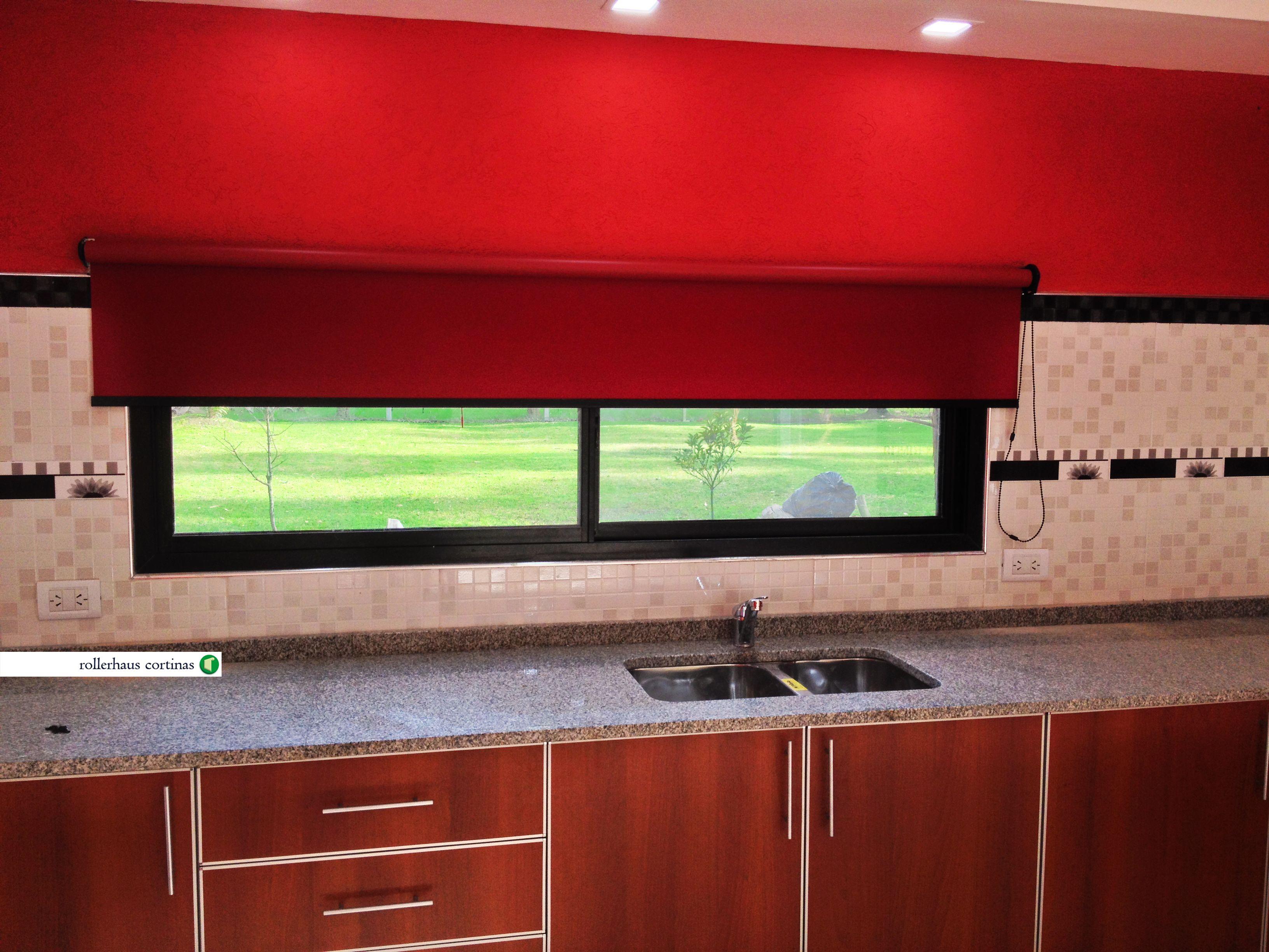 Espectacular cortina Roller Blackout color rojo. La última moda para tu casa en Rollerhaus. https://www.facebook.com/rollerhauscortinas Consultas y presupuestos en rollerhauscortinas@outlook.com