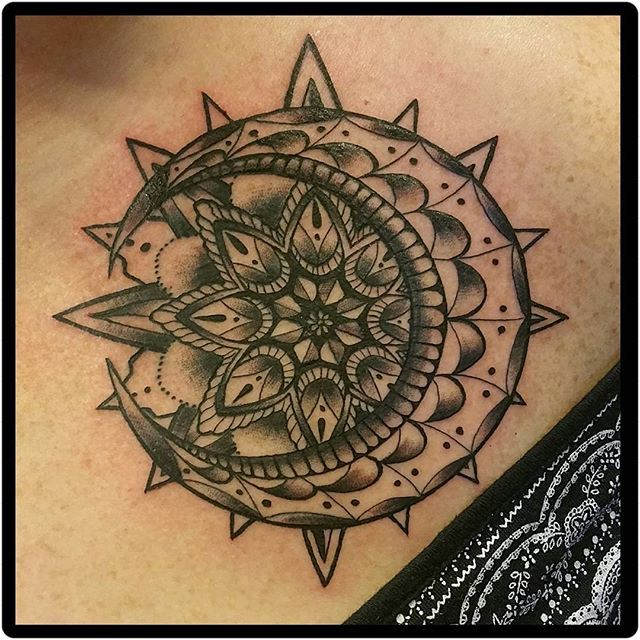 sun moon tattoos pinterest tatouage tatouage. Black Bedroom Furniture Sets. Home Design Ideas