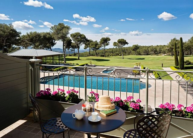 A fivestar hotel in Provence, with golf, fine dining and
