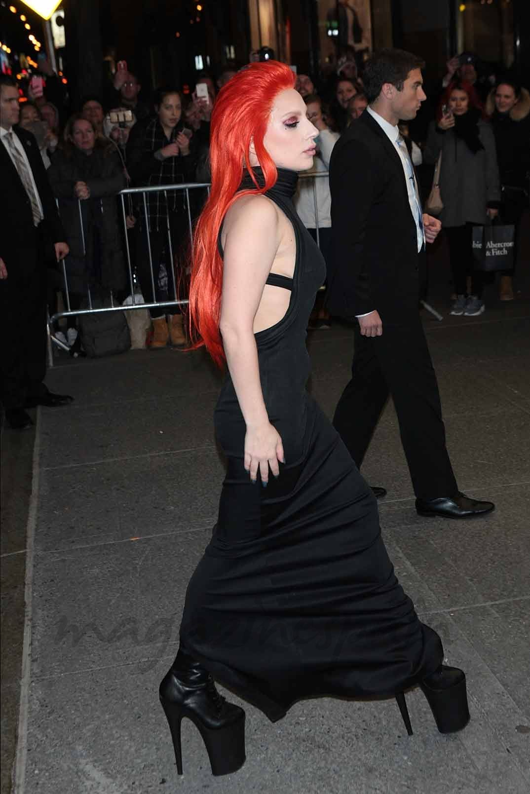 Lady Gaga estilo en negro