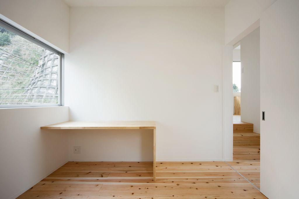 Interior-design-white-walls-green-bed | Interirov design | Pinterest