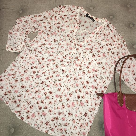Shop Women's Zara Pink size L Blouses at a discounted price at Poshmark. Description: Zara blouse, floral pattern with small pocket on breast and 3/4 length sleeves. Material is a very light cotton knit. Used condition. Sold by bzshoppin. Fast delivery, full service customer support.