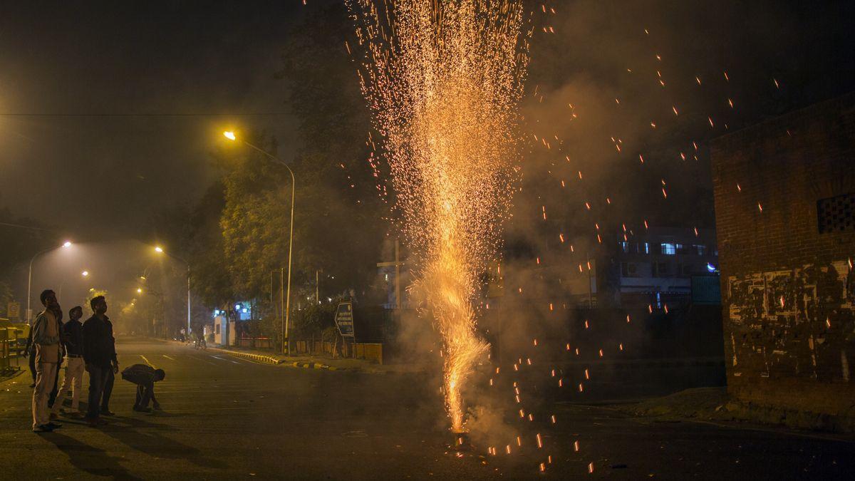 Deepawali crackers Diwali wishes, Diwali fireworks