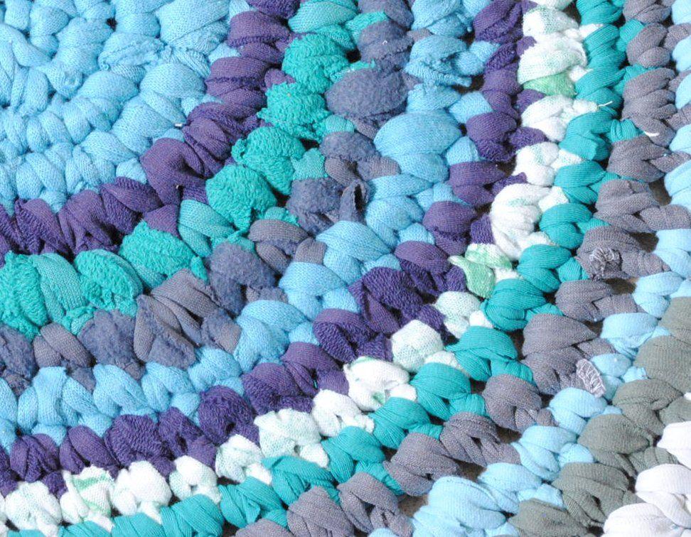 How To Upcycle T Shirts Into A Rug Diy Bath Mats Bath Mat Diy Crochet Mat