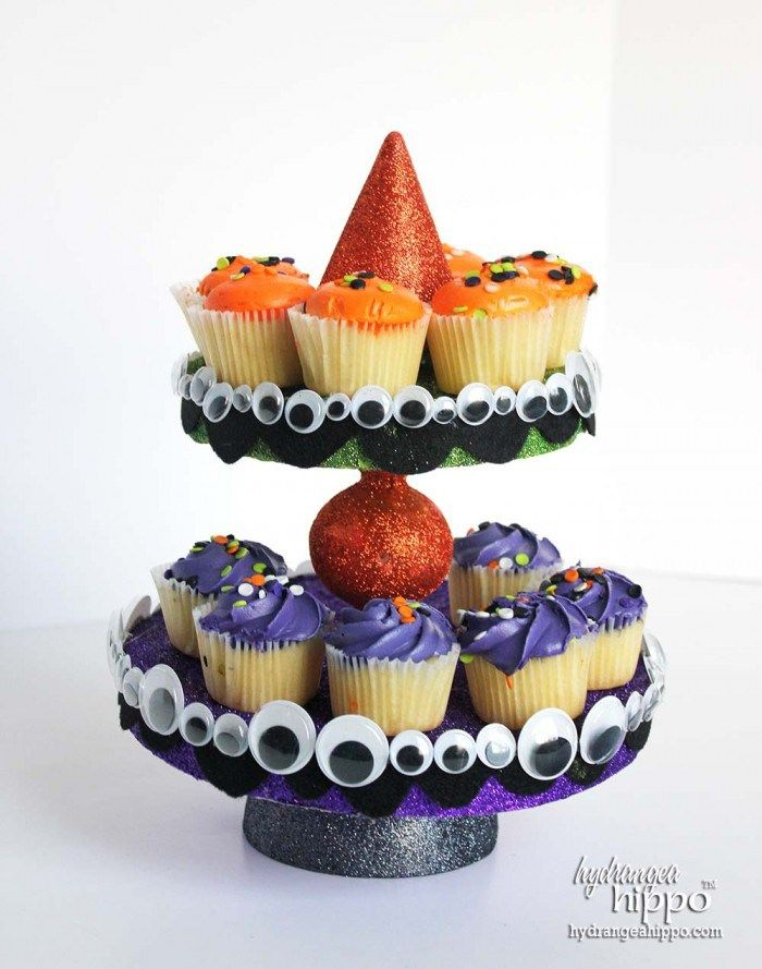 The Most Adorable DIY Halloween Cupcake Stand Cupcake stands, DIY - decorating ideas for halloween cupcakes