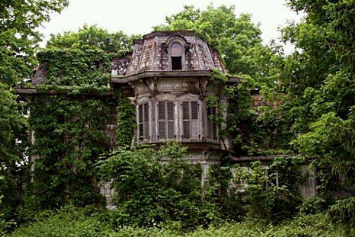 Great old abandoned house.   Deserted/abandoned/left ...