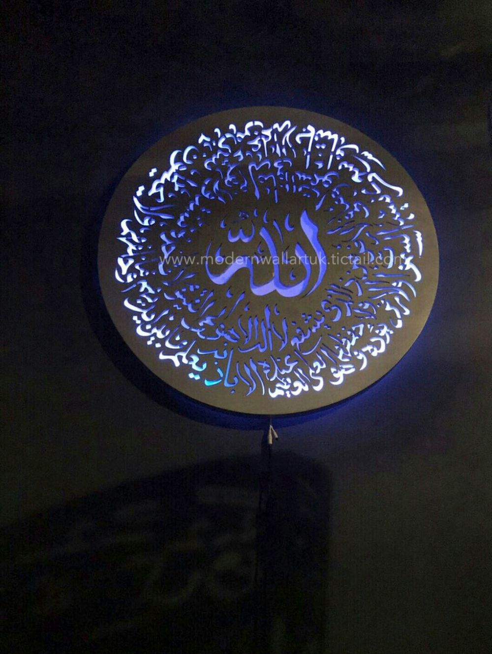 Led Ayatul Kursi Wall Art Designed In A Large Circular Wood That Beautifully Sits A Little Elevated From The Wall Wall Art Uk Modern Wall Art Islamic Wall Art