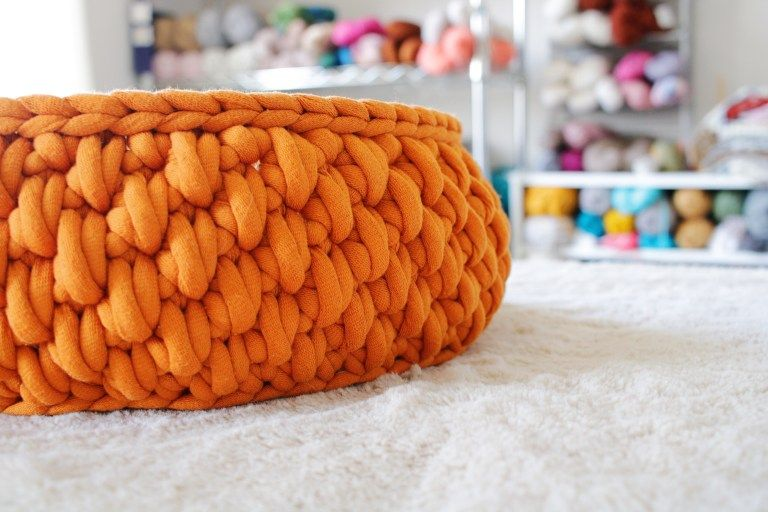 The Big Little Pet Bed A Round Cat Bed Made With Jumbo Yarn Tl Yarn Crafts Tl Yarn Crafts Yarn Crafts Crochet Big Yarn