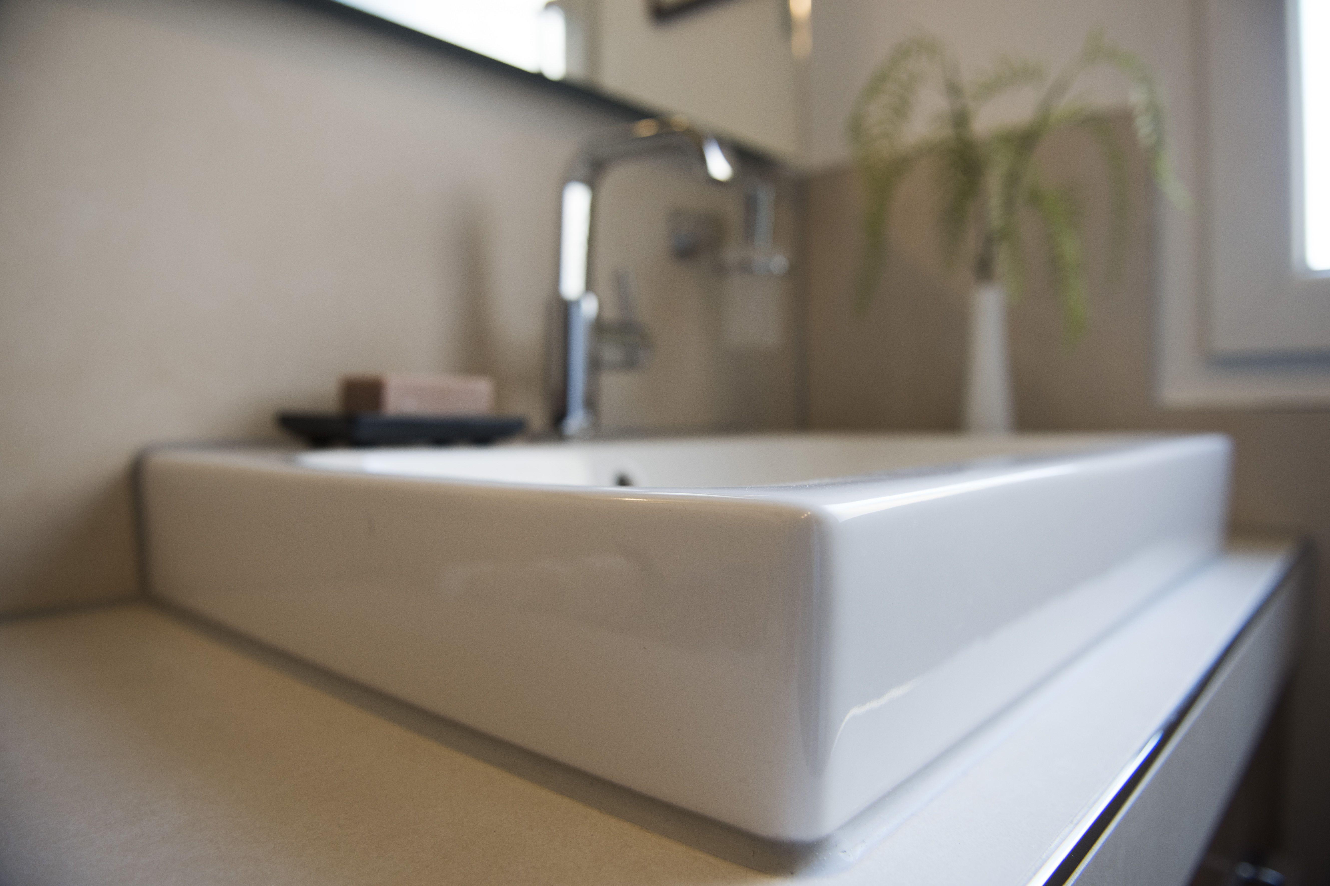 Waschbecken Mal Aus Einer Anderen Perspektive Betrachten Banovo Badsanierung Badrenovierung Sandfarben Modern Stilvoll Sand Braun Waschbeck Waschbecken