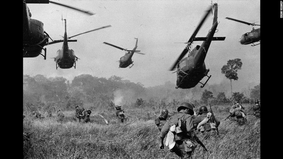 Iconic Vietnam War Photos Vietnam War Photos War Photography Vietnam