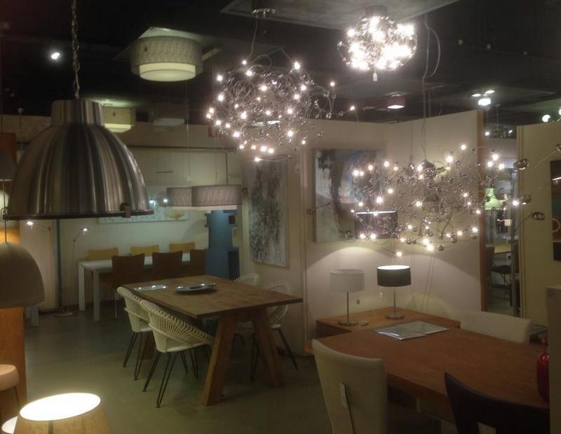 Showroom winkel interieur verlichting . Verlichting voor de ...