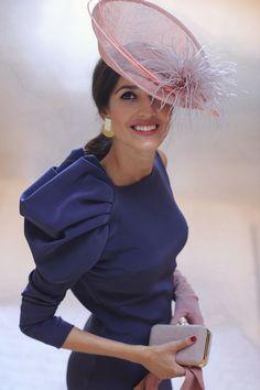 Invitada boda de mañana otoño invierno tocado pequeño vintage vestido  morado invitada perfecta 4b5e12da564