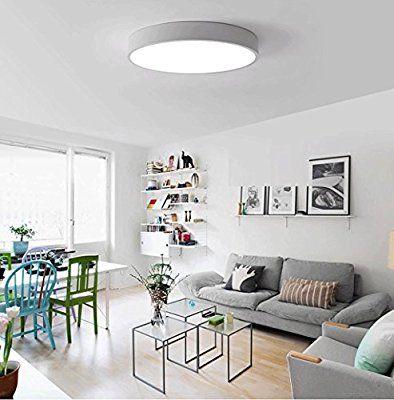 Moderne minimalistische LED-Deckenleuchten runden das Schlafzimmer
