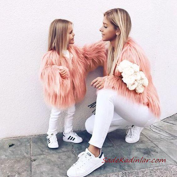2020 Anne Kız Elbise ve Kıyafet Kombinleri Beyaz Pantolon Bluz Yavruağzı Tüylü Ceket | SadeKadınlar, Kıyafet Kombinleri #moda #fashion #fashionblogger #damenmode #mode #damenoutfits #outfits #kombin #annekız #annekızelbiseleri #annekızkıyafetleri #annebebekkombin #kombinleri #kombinönerileri #outfitsoftheday #girl #kıyafetkombinleri #şıkkombinler