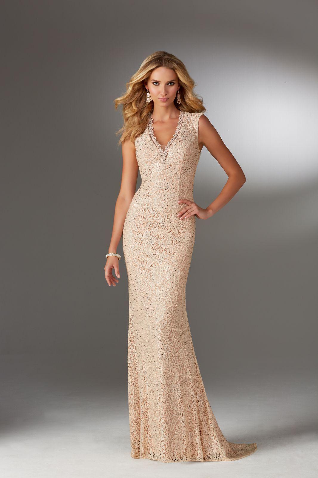 64954bf9f8f Elegancka dopasowana suknia wieczorowa Mori Lee z koronki i dekoltem V.  Piękna