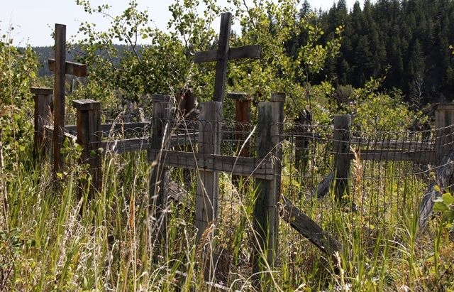 20 THINGS TO DO ALONG HWY 20 in BC - Visit the native cemetery - full of history