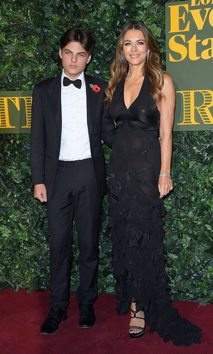 Elizabeth Hurley S Teenage Son Damian Is In Love With Kaia Gerber Elizabeth Hurley Damian Hurley Elizabeth Hurly