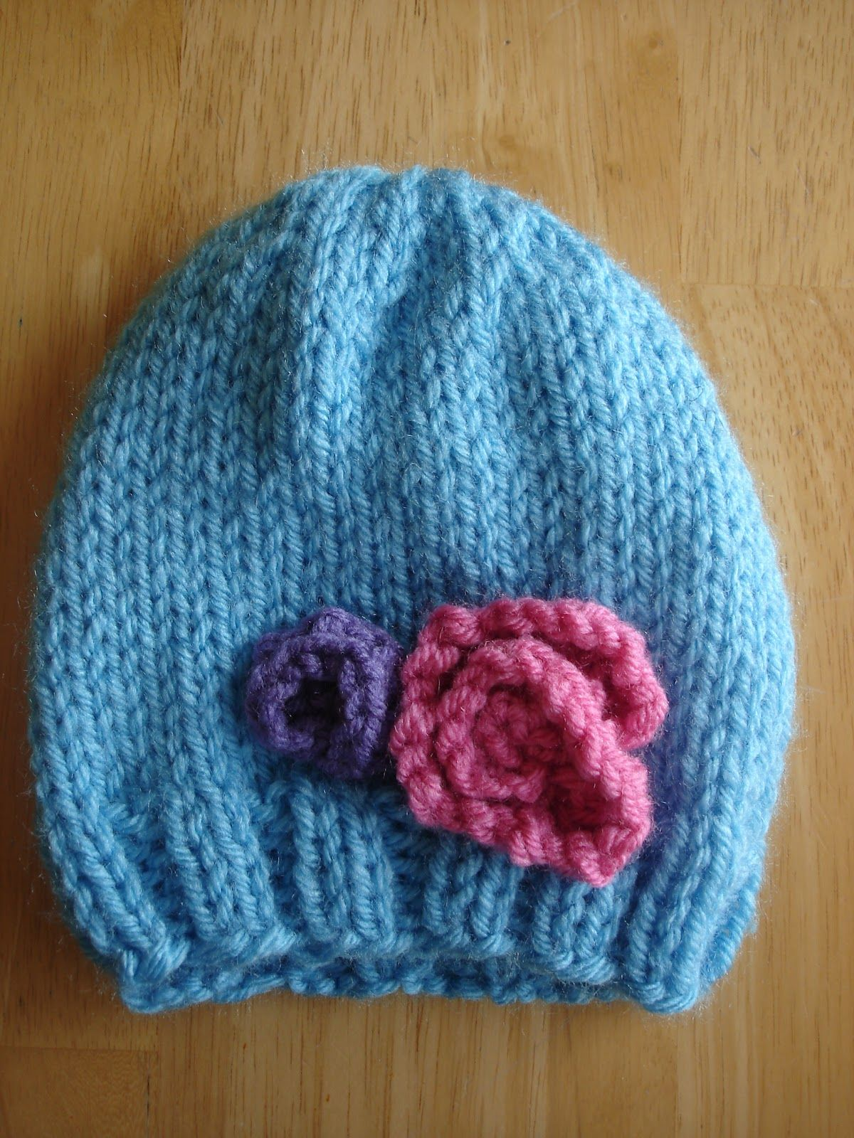Free Knitting Pattern! Baby In Bloom Hats | Knitting patterns baby ...